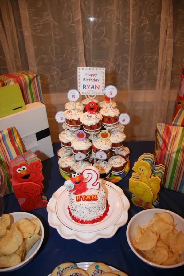 Inspiration Senses - Sesame Street Elmo Birthday cupcakes