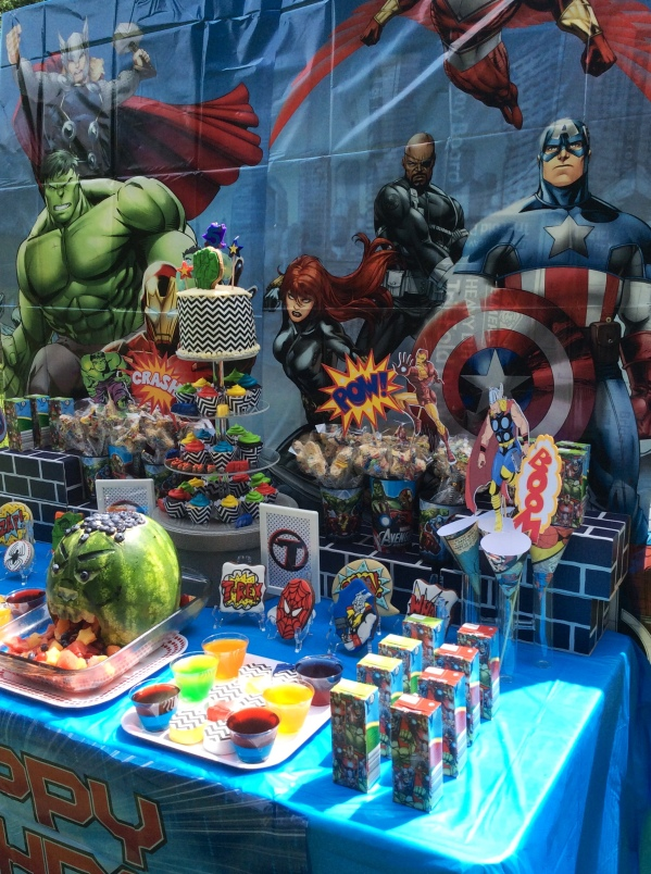Avengers Party Table Decor