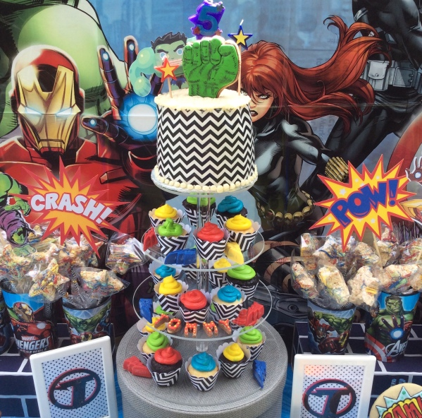 Avengers Cake and Cupcakes display